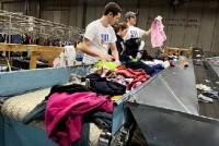 Fizyczna praca w Anglii dla par bez znajomości języka Leeds sortowanie odzieży